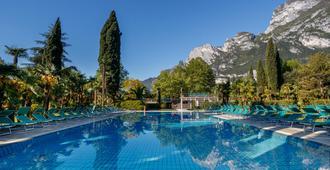 Du Lac Et Du Parc Grand Resort - ריבה דל גארדה - בריכה