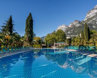 Du Lac Et Du Parc Grand Resort - Riva del Garda - Bể bơi