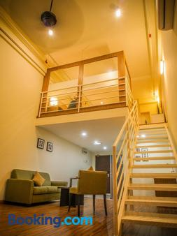 Ceo ( Executive Office Suites ) - Penang - Stairs