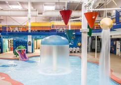 Sleep Inn and Suites Conference Center and Water Park - Minot - Pool