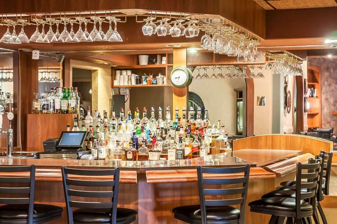 Sleep Inn and Suites Conference Center and Water Park - Minot - Bar