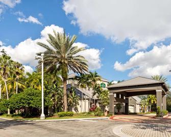 La Quinta Inn & Suites by Wyndham Ft. Lauderdale Plantation - Plantation - Building