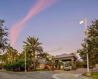 La Quinta Inn & Suites by Wyndham Ft. Lauderdale Plantation - Plantation - Edificio