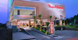 The Alana Hotel & Convention Center Solo By Aston - סורקטה