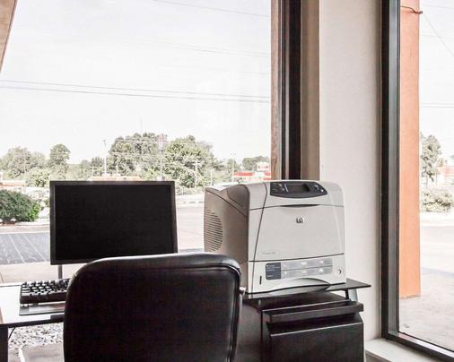 Econo Lodge Inn & Suites - Jackson - Business centre