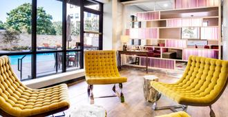 Fairfield Inn & Suites by Marriott Charlotte Uptown - Charlotte - Living room