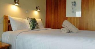 Banjo Paterson Motor Inn - Townsville - Bedroom