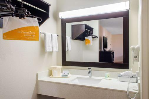 Quality Inn - McComb - Baño