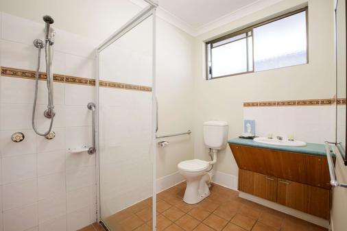 Kondari Hotel - Hervey Bay - Phòng tắm