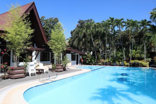 多米西里奧洛倫佐公寓式酒店 - 達弗澳 - 達沃 - 游泳池