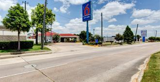 Motel 6 Houston Hobby - Houston - Building