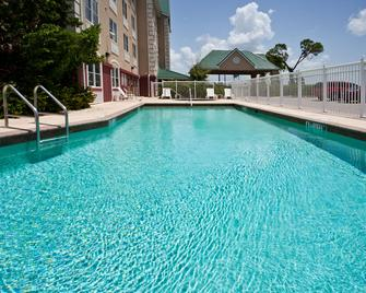 Country Inn & Suites by Radisson, Port Charlotte - Port Charlotte - Басейн