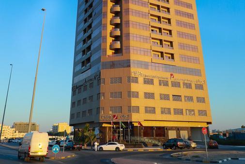 Ewan Ajman Suites Hotel - Ajman - Bâtiment