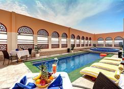 Ewan Ajman Suites Hotel - Ajman - Pool