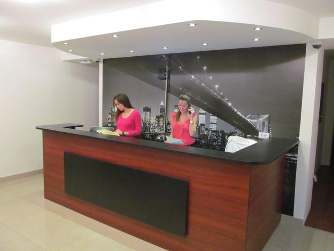 Downtown Apart Hotel Bane - Belgrad - Rezeption