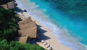 烏干沙崖頂渡假村 - 佩卡圖 - 烏魯瓦圖 - 海灘
