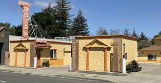 Budget Motel - Mountain View - Κτίριο