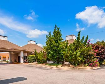 SureStay Plus Hotel by Best Western Fayetteville - Fayetteville - Building