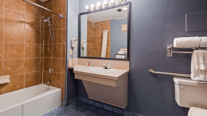 羅德威酒店 - 法耶特維爾 - 費耶特維爾(北卡羅來納州) - 浴室