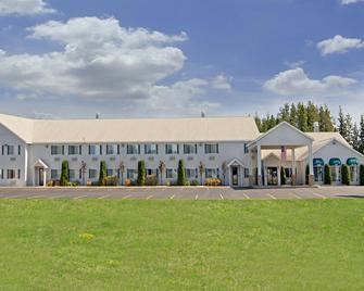 Americas Best Value Inn Tahquamenon Country - Newberry - Building