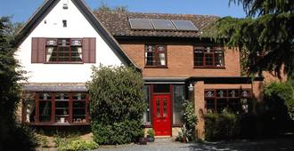 The Willows Bed & Breakfast - York - Building