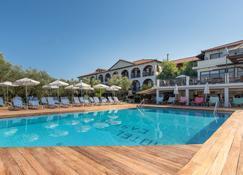 Castelli Hotel - Agios Sostis - Zwembad