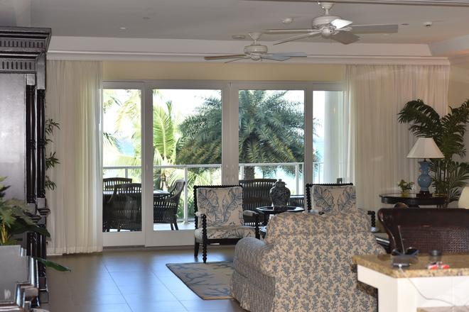 Carib Club - Providenciales - Living room