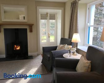 Garden Cottage - Wigtown - Living room
