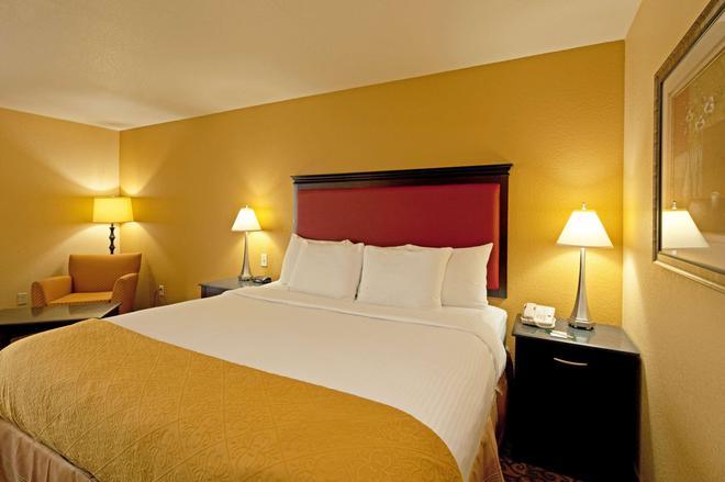La Quinta Inn & Suites by Wyndham Mobile - Tillman's Corner - Mobile - Bedroom