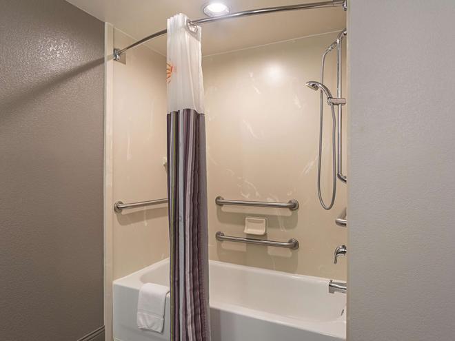 巴爾的摩華盛頓國際機場拉昆塔套房酒店 - 林夕昆高地 - 林夕昆高地 - 浴室