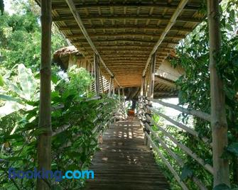 Bukit Raya Guesthouse - Палангкарая - Building