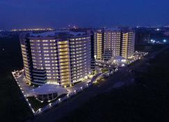 Rajhans Belliza Managed By Svasti - Sūrat - Building