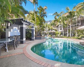 Blue Waters Apartments - Labrador - Pool