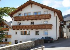 Haus Bernardes - Fiss - Building