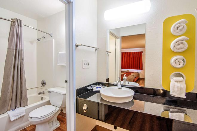 莫德斯托 6 號汽車旅館 - 莫德斯托 - 莫德斯托 - 浴室