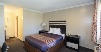 Surf Motel And Gardens - Fort Bragg - Bedroom