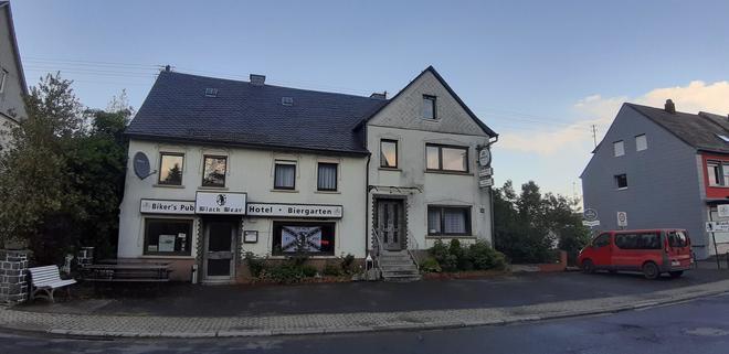 Black Bear Bikers Pub-Hotel - Kempfeld - Building