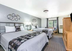 Super 8 by Wyndham Deadwood - Deadwood - Bedroom