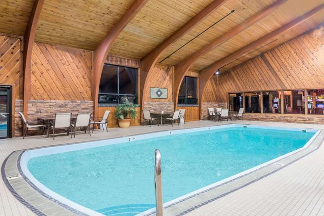 Super 8 by Wyndham Deadwood - Deadwood - Pool