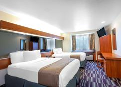 Microtel Inn & Suites by Wyndham Gulf Shores - Gulf Shores - Bedroom