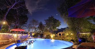 Discovery Island Resort - Coron - Bể bơi