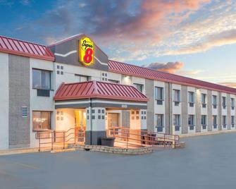 Super 8 by Wyndham Marshalltown - Marshalltown - Building