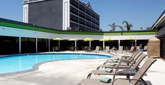 Radisson Hotel Oakland Airport - Oakland - Pool