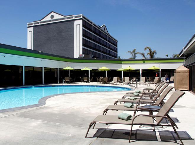 Radisson Hotel Oakland Airport - Oakland - Uima-allas
