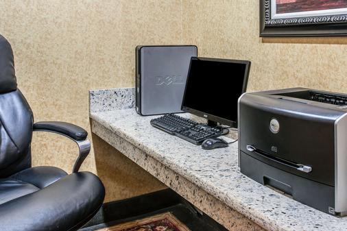 安娜堡高速公路 23 號品質套房飯店 - 安娜堡 - 商務中心