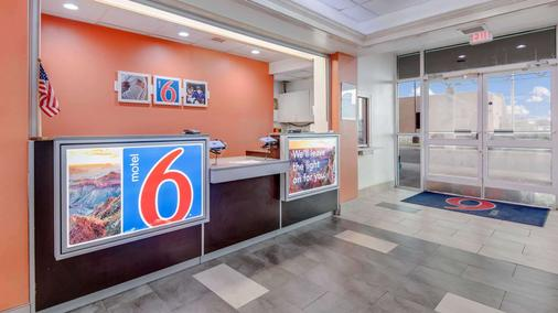Motel 6 Roswell - Roswell - Front desk