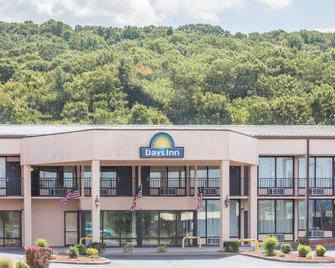 Days Inn by Wyndham Princeton - Princeton - Building
