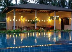 蘭卡海灘簡易別墅酒店 - 坦加拉 - 游泳池