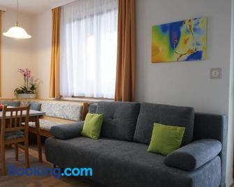 Vorstadt-Appartement Haus Monika - Lassnitzhoehe - Huiskamer