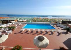 Hotel Embassy - Pesaro - Uima-allas